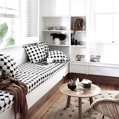 home-tour- Maison australienne décoration scandinave salon noir et blanc .