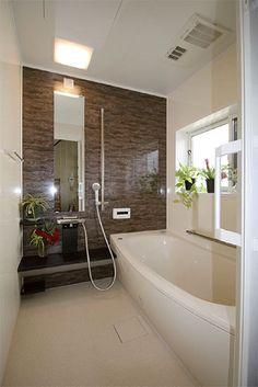 「リフォームが終わって、浴槽が浅くなったところに最初は違和感がありましたが、慣れるとラクです。」 Wet Room Bathroom, Toilet Room, Japanese Style Bathroom, Shower Panels, Wet Rooms, Private Room, Japanese House, Bath Design, Bathroom Styling