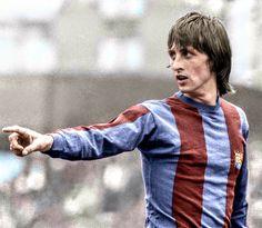 Johan Cruyff of Barcelona in Pure Football, God Of Football, English Football League, Legends Football, Football Icon, Best Football Players, Retro Football, World Football, Vintage Football