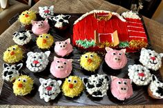 Barnyard birthday cupcakes, so cute!