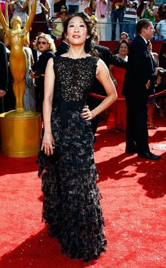 Sandra Oh from Fashion Spotlight: Grey's Gals Oscar de la Renta provides this black silk confection with lace bodice and waist sash for Oh's appearance at the 2008 Emmys. Sandra Oh, Cristina Yang, Celebrity Evening Gowns, The Emmys, Celebs, Celebrities, Love Fashion, Nice Dresses, Celebrity Style