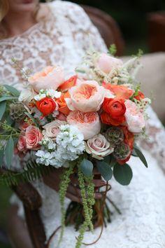 pink and peach wedding bouquet @weddingchicks