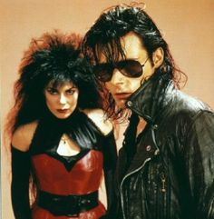 Andrew Eldritch and Patricia Morrison - The Sisters of Mercy (Thx Julian R) Gothic Bands, Gothic Rock, Gothic Art, Vintage Goth, Patricia Morrison, Photo Rock, Andrew Eldritch, Goth Music, 80s Music