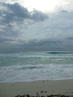 Amanecer nublado en Playa Delfines, Cancún, Q.R., México.  Subtle Worlds  by Diana Westrup. http://dianawestrup.wordpress.com