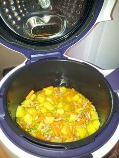 Pommes de terre lardon et petits pois carottes au Cookéo. Très bon et rapide à faire Weigth Watchers, One Pot Pasta, Juice Plus, Tasty, Yummy Food, Multicooker, Winter Food, Couscous, Banquet
