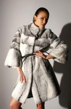 Γουνες Otcelot Χειροποιητα γουναρικα κατασκευασμενα στη Καστορια.Στη πολη που αξιοποιει χωρις διακοπη μεχρι σημερα εμπειρια αιωνων με ριζες στο Βυζαντιο Fur Coat, Jackets, Fashion, Down Jackets, Moda, Fashion Styles, Fashion Illustrations, Fur Coats, Fur Collar Coat