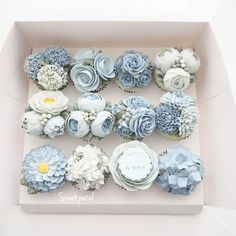 36 Ideas cupcakes flower cake for 2019 Floral Cupcakes, Floral Cake, Cupcake Flower, Easter Cupcakes, Christmas Cupcakes, Flower Cakes, Gingerbread Cupcakes, Buttercream Flower Cake, Buttercream Frosting