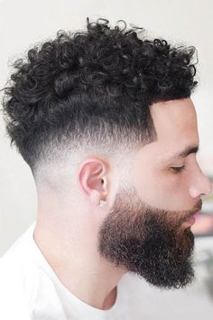 How To Get A Temp Fade Want to spruce up your haircut with a temp fade and looking for inspo? In our gallery, you will find mens hairstyles designs ideas for any taste, from a low curly hair fade with dreads to an Afro with waves. Temp Fade Haircut, High Fade Haircut, Taper Fade Haircut, Tapered Haircut, Undercut Fade, Taper Fade Curly Hair, Curly Hair Cuts, Curly Hair Styles, Fade Haircut Curly Hair