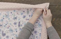Self Binding Baby Blanket # diy baby blanket Self Binding Baby Blanket Tutorial Self Binding Baby Blanket, How To Sew Baby Blanket, Baby Blanket Tutorial, Easy Baby Blanket, Minky Baby Blanket, Quilted Baby Blanket, Quilt Baby, Baby Quilt Patterns, Dress Patterns