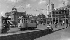 Años 30...  Aquellos locos tranvías...  y la parada de la plaza España... historiastren. blogspot. com