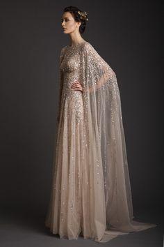 Jetzt weiß ich, wie ich mir Goldmarie aus dem Märchen vorstellen kann. Beeindruckendes Kleid!