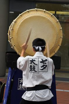 七夕太鼓 Japanese drum Geisha, All About Japan, Japanese Bamboo, Japanese Things, Rising Sun, Performing Arts, Japanese Culture, Japan Travel, Musical Instruments