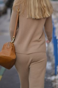 Купить или заказать Вязаный костюм Style me pretty cashmere в интернет-магазине на Ярмарке Мастеров. Одни из самых интересных трендов нынешнего сезона – брюки с манжетами, комбинезоны из легкого трикотажа, уютные спортивные свитера, трикотажные костюмы. Костюм связан из итальянской пряжи высокого качества - кашемир, меринос, вискоза- сбалансированный состав, стильный, удобный,комфортный и теплый, силуэт предельно прост и выразителен. Удобный крой. Свитер сердечком цвет танжерин.