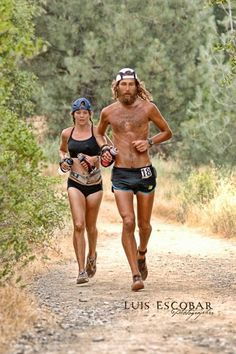 Jenn Shelton and Anton Krupika . En el Km 155, en los 160 Kms de uno de los más famosos ultra maratones: El Western 100