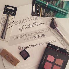 ¡Padrísimo el primer día de #BeautyWorkshop!  Muchas gracias a @RevlonMexico @ELFCosmeticosMexico y @PaiPaimx por los regalitos para las #GiftBags  Me encanta tener la oportunidad de dar estos cursos de #Automaquillaje y tener un ratito de convivencia con ustedes. Espero que pronto sigan los cursos en #GDL y #DF  #BeautyWorkshops everywhere!  #Blogger #Blog #Beauty #MUA #Workshop #RevlonMx #Revlon #PaiPaimx #PaiPai #ElF #ELFMX #BeautyBlogger #BloggerMexicana #MexicanBloggers #Makeup
