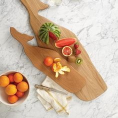 This whale wood cutting board is designed to be timeless, and to marry well with a range of styles in today's eclectic interiors. Crafted from white oak wood. - Small whale: x 6 - Medium whale: x 9 Please allow weeks for shipping. Wooden Chopping Boards, Wood Cutting Boards, White Oak Wood, Wood Images, Personalized Cutting Board, Summer Glow, Summer Gifts, Cool Gadgets, Wood Projects