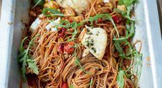 Espaguetis de espelta con tomates de rama y ricotta asada, de Jamie Oliver en RECETAS SANAS PARA CADA DÍA