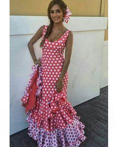 Traje de flamenca rojo con lunares blancos @flamencasconarte @marinafernandezm