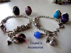 Pulseras con dijes By Cruela's