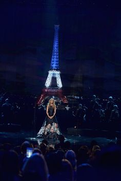 Pin for Later: Céline Dion Rend un Hommage Très Touchant à Paris Lors des American Music Awards