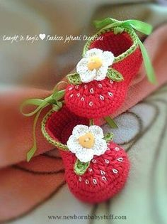Crochet the New Baby Booties. Crochet the New Baby Booties. - Knitting works include the time . Crochet Baby Boots, Baby Girl Crochet, Kids Crochet, Booties Crochet, Baby Slippers, Crochet Slippers, Baby Patterns, Crochet Ideas, Crochet Baby Dresses