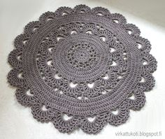 List of attractive matto virkattu ohje ideas and photos Carpet Crochet, Crochet Doily Rug, Crochet Cushions, Crochet Home, Crochet Stitches, Knit Crochet, Crochet Patterns, Crochet T Shirts, Diy Earrings