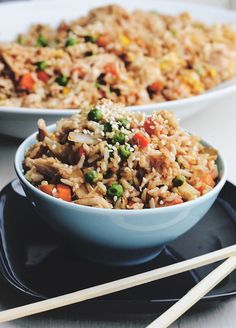 Better-Than-Takeout Chicken Fried Rice. Very yummy and healthy. Made enough to last all week and was convenient for lunch and dinner! Make with brown rice. Rice Dishes, Food Dishes, Sushi Comida, I Love Food, Good Food, Asian Recipes, Healthy Recipes, Fried Chicken, Teriyaki Chicken