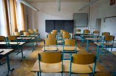 Obwohl ihre Noten gut genug sind, wechseln viele Jugendliche auf dem Land nicht auf ein Gymnasium. Besonders betroffen: Mädchen. In manchen bayerischen Regionen hat nun ein harter Konkurrenzkampf um Schüler angefangen.