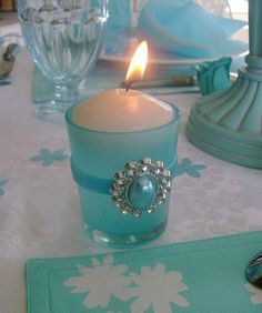 teal and white party themes | ... Decoration with Flowers and Feathers in White and Turquoise Colors