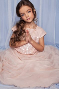 milana kurnikova Teen Models, Young Models, Child Models, Young Fashion, Kids Fashion, Cute Dresses, Flower Girl Dresses, Pink Socks, Girls World