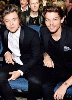 The other boys switched seats so Louis and Harry could sit together