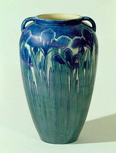 Newcomb College handled vase, Joseph Fortune Meyer, ca. - Newcomb College handled vase, Joseph Fortune Meyer, ca. High Museum of Art. Arts And Crafts For Adults, Easy Arts And Crafts, Crafts For Girls, Arts And Crafts Projects, Clay Crafts, Ceramic Pottery, Pottery Art, Ceramic Art, Weller Pottery