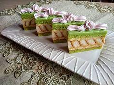 Pisztáciás sütemény citromos krémmel Hungarian Recipes, Waffles, Cereal, Cheesecake, Dessert Recipes, Food And Drink, Sweets, Cookies, Baking