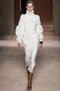 Victoria Beckham - New York Fashion Week - Fall 2015 Julia Nobis Fashion Moda, Fashion Week, Runway Fashion, Fashion Show, Womens Fashion, Fashion Design, Fashion Trends, Victoria Beckham News, Victoria Beckham Collection