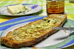 Las recetas de Masero.: Tosta de queso azul y miel ༺✿ƬⱤღ http://www.pinterest.com/teretegui/✿༻