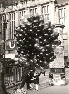 Friedrich Seidenstücker. Buying a balloon. Berlin, 1935    [::SemAp::]