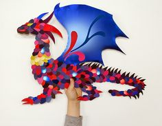LuluSuperglu: UN DRAGON EN ÉCAILLES DE PAPIER Art For Kids, Crafts For Kids, Arts And Crafts, Theme Harry Potter, Dragons, Arts Award, Baymax, Dragon Art, Fairy Tales