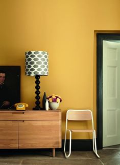 Wall Colors 2020 – What are the new colors for - Home Decor Office Paint Colors, Wall Colors, House Paint Interior, Home Interior Design, Feature Wall Bedroom, Bedroom Orange, Yellow Bedrooms, Small Home Offices, Yellow Home Decor