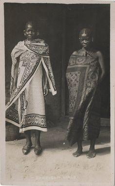 katebomz: Zanzibari Women Circa 1900's swaddled in that #Khanga!
