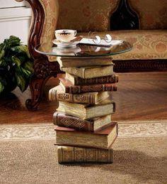 alte-bücher-recycle-diy-tisch-der-bücher - diy decorations for home Diy Tisch, Glass Top Side Table, Glass Table, Book Table, Reading Table, Reading Room, Recycled Books, Diy Recycle, Upcycle Home