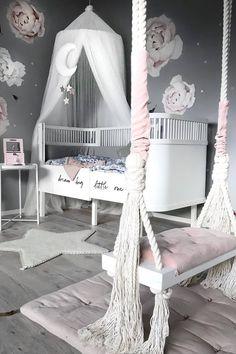 Inspiration from Instagram - Stine @stine.moi - pastel girls room ideas, pink and white girls room design, kidsroom decor, girls kidsroom, powder, bed, chair, decor, design #delmittbarnerom #barnerom #barnerominspo #inspo #inspiration #kidsbedroom #kidsroom #interior #interiorinspo #girlsroom #monolo #minikids #nursery #nurserydecor #nurseryinspo