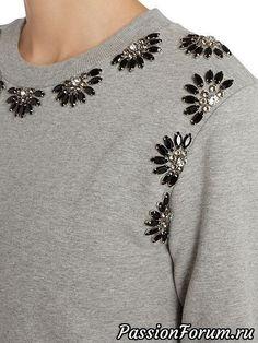Different types of stylish kurti neck designs - ArtsyCraftsyDad - Her Crochet Bead Embroidery Patterns, Embroidery On Clothes, Hand Embroidery Designs, Beaded Embroidery, Bead Embroidery Tutorial, Fashion Details, Diy Fashion, Ideias Fashion, Fashion Outfits