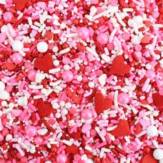 Don't miss these 11 awesome sources for party supplies! Bookmark this post for your next baby shower, dinner party, or any type of shindig! Valentine Cake, Valentine Heart, Beauty And The Beast Art, February Wallpaper, Sweet Hug, Cookie Decorating Party, Christmas Sprinkles, Valentines Day Background, Cute Desserts