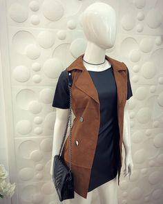 Colete caramelo + vestido de couro + colar e bolsa!! 💕🍁 Colete De 6c02acc2154