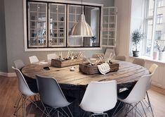 Billedresultat for kabeltromle bord Mirror Room Divider, Room Divider Shelves, Round Wood Dining Table, Dining Room Table, Dining Rooms, Cable Drum Table, Diy Esstisch, Made Coffee Table, Spool Tables