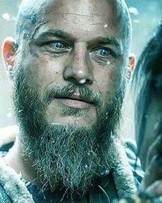 Travis Fimmel as Ragnar on Vikings. Viking Art, Viking Warrior, Viking Woman, Vikings Season 4, Vikings Tv Show, Lagertha, Travis Vikings, Ragnar Lothbrok Vikings, Viking Quotes