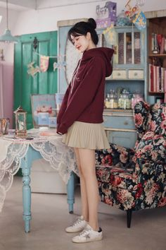 Cute Dresses, Casual Dresses, Short Dresses, Casual Outfits, Pleated Skirt Outfit, Skirt Outfits, Kylie Jenner Outfits, Fashion Dictionary, Student Fashion