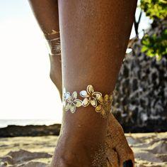 Goldfish Kiss By Rebekah Steen and Flash™ Tattoos - Temporary Tattoo. Tattoo Son, Temp Tattoo, Temporary Tattoo, Gold Tattoo, Metal Tattoo, Glitter Tattoos, Mini Tattoos, Body Art Tattoos, Hawaiian Flower Tattoos