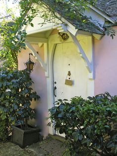 """""""Our House"""" -a Hugh Comstock cottage"""