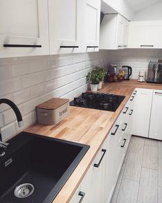 💚weekend start💚 posprzątane✔️ popracowane✔️ teraz czas na przyjem. Kitchen Room Design, Ikea Kitchen, Home Decor Kitchen, Interior Design Kitchen, Home Kitchens, Kitchen Ideas, French Kitchen Decor, Kitchen Counters, Kitchen Shelves